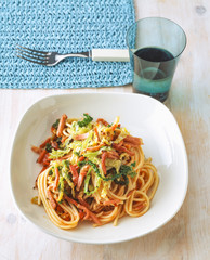 Spaghetti with savoy cabbage and bacon