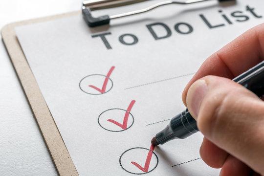 To Do Liste wird nach Erledigung einer Aufgabe abgehakt