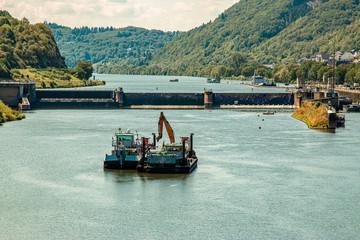 Baggerschiff auf der Mosel, Fluss in Deutschland