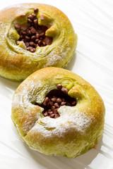 粒チョコの菓子パン