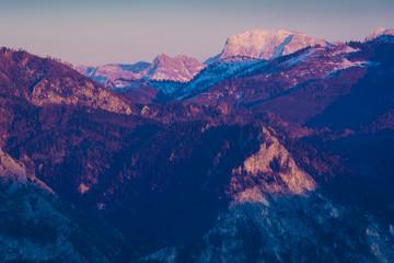 Tuinposter Bergen Berge im Salzkammergut am Abend - Alpen in Österreich
