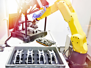 Robotic arm and measuring bench