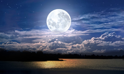 Obraz full moon over the sea - fototapety do salonu