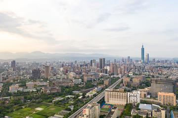 Poster de jardin Marron chocolat Skyline of taipei city in downtown Taipei, Taiwan.