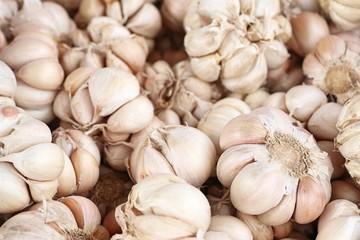 Sell garlic at the market