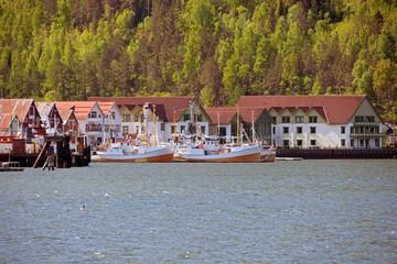 Der Hafen von Rognan in Norwegen