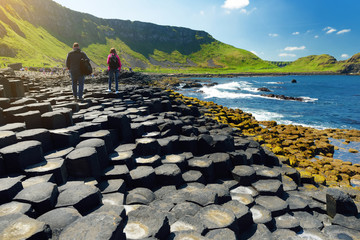 In de dag Noord Europa Giants Causeway, an area of hexagonal basalt stones, County Antrim, Northern Ireland. Famous tourist attraction, UNESCO World Heritage Site.