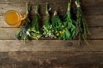 Tuinposter Kruiderij Fresh medicinal herbs. Medicinal herbs (chamomile, wormwood, yarrow, mint, St. John's wort and chicory) on an old wooden board. View from above. Copy space