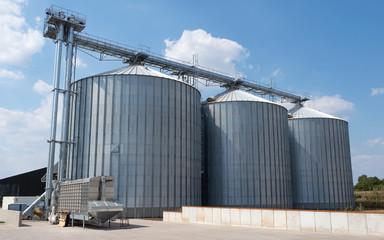 Getreidespeicher - Silos - Getreideernte - Agrarwirtschaft