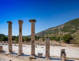 Columnar arrangements in Ephesus