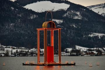 Schwimmende Adventskerze im Salzkammergut