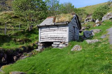alte Holzhütte auf der Vogelinsel Runde
