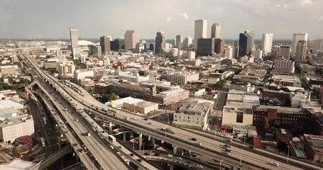 Fotomurales - Commuters Travel Multiple Lane Highways around New Orleans Louisiana
