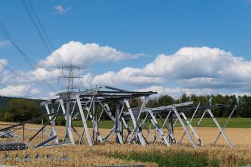 Baustelle für den Aufbau eines Strommast