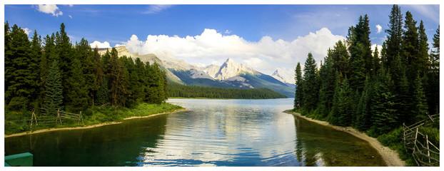 Maligne Lake in the Rocky Mountains, Jasper National Park, Alberta, Canada.