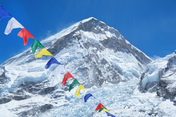Fotobehang Nepal Mountain view with prayer flags in the foreground. Everest. National Park, Nepal