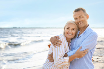 Happy mature couple at sea resort Fototapete