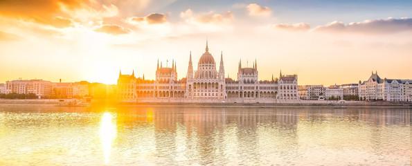 Fototapeta Parliament building over delta of Danube river in Budapest