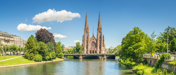 Fototapete - Cityscape of Strasbourg and the Reformed Church Saint Paul, France