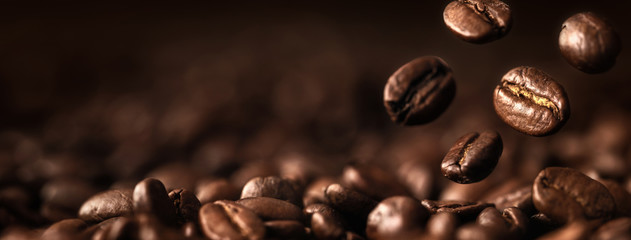 Foto auf Acrylglas Kaffee Coffee Beans Closeup On Dark Background
