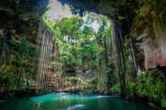 Cénote Chichen itza, une partie d'une des merveilles du monde et patrimoine de l'unesco Yucatan, Mexique