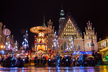 Christmas fair in Wroclaw at night. Poland Fototapete