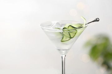 Spoed Foto op Canvas Alcohol Glass of tasty cucumber martini against light background, closeup