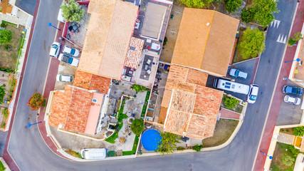 Vue aérienne d'un hameau dans le sud de la France