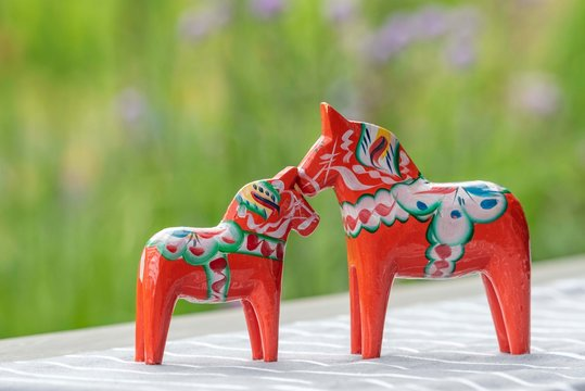 Parenting Swedish wooden horses