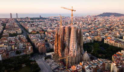 Foto auf AluDibond Barcelona Barcelona, Spain - June 13, 2019: Aerial panorama view of Barcelona city skyline and Sagrada familia at dusk time