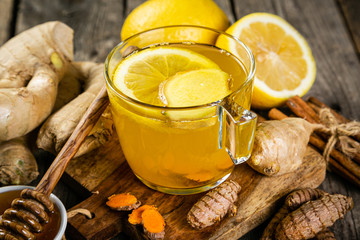Foto auf Leinwand Tee Fall immune system booster - ginger and turmeric tea and ingredients