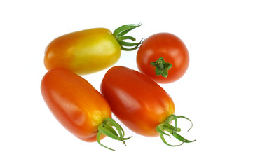 Wall Mural - fresh tomato isolated on white background