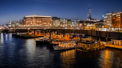 Hamburg Binnenhafen am Abend HD Format entzerrt
