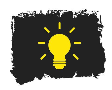 Gemalte schwarze grunge Textur mit Icon Glühbirne