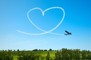 Herz am Himmel als Symbol für Liebe und Hochzeit