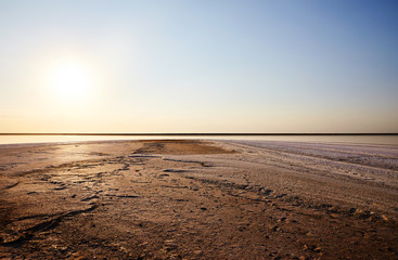 Fototapeten Dunkelbraun Beautiful sunset on a salty beach