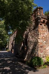 An der alten Stadtmauer von Worms in Rheinhessen, Rheinland-Pfalz, Deutschland