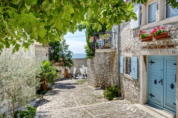 Foto auf Acrylglas Schmale Gasse Croation alley in Rovinj