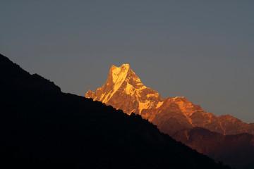 Rock mountain peaks in Annapurna mountain range with light of sunrise, Nepal Fototapete
