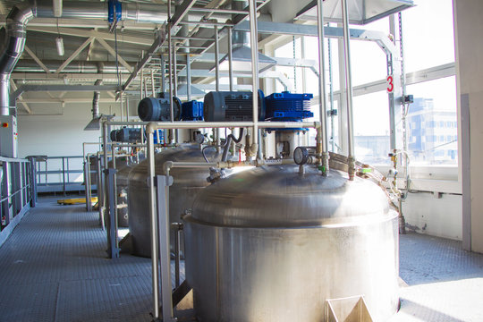 Chemical production. Metal tanks for the production of acid