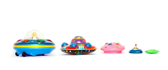 In de dag UFO A line of ufo toys in a line isolated