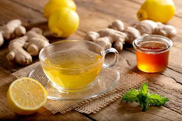 Spoed Foto op Canvas Thee Heißer Ingwer-Zitronen-Tee