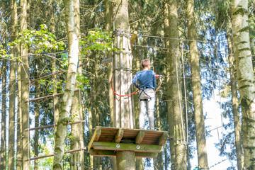 Kletterwald mit Strickleiter