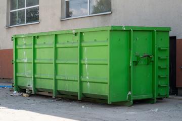 Fototapeta Duży kontener na śmieci wolno stojący obraz