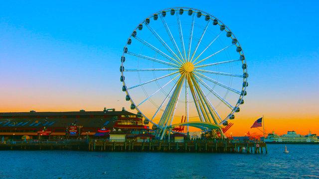 Seattle, Washington, United States usa ( janvier ,10, 2019 ) , Seattle waterfront with Seattle Great Wheel, sunset , tourist attractions .
