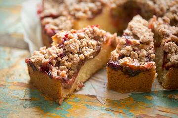 Plum cake with crumble & cinnamon