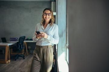 Fototapeta Smiling businesswoman at work in office obraz