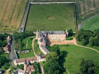 vue aérienne du château de Louye dans l'Eure en France