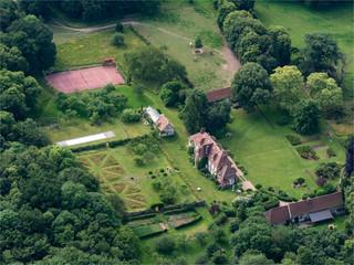 vue aérienne du château de Beaulieu dans l'Orne en France