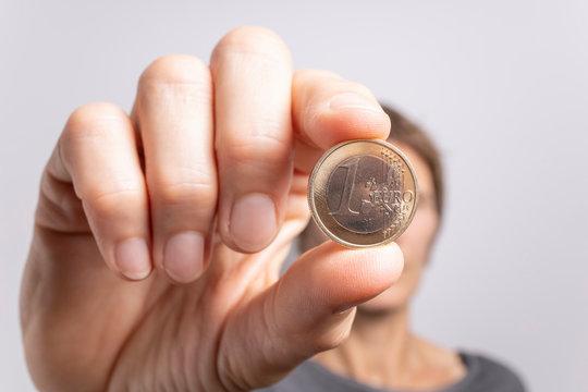 1 Euro Münze Hand Perspektive